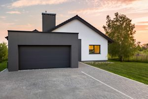 Stylish,House,With,Garage,And,Cobblestone,Driveway,,Outdoors